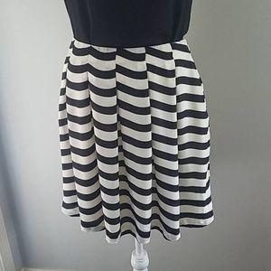 Banana Republic Black White Pleated Flared Skirt